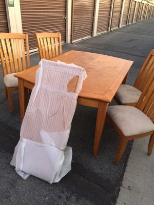 Table for Sale in Bloomington, CA