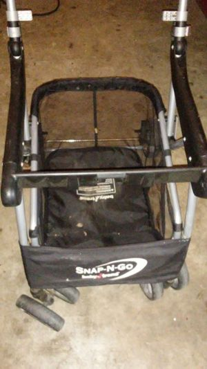 Snap and go baby car seat for Sale in Austin, TX