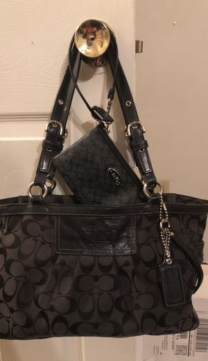 Authentic Coach Purse and Wristlet for Sale in Bunker Hill, WV