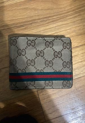 Gucci wallet pretty new for Sale in Columbus, OH