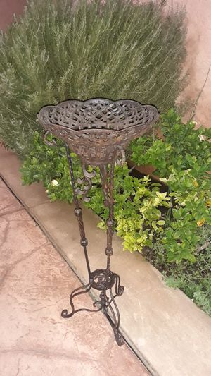 Cast iron plant holder. for Sale in City of Industry, CA
