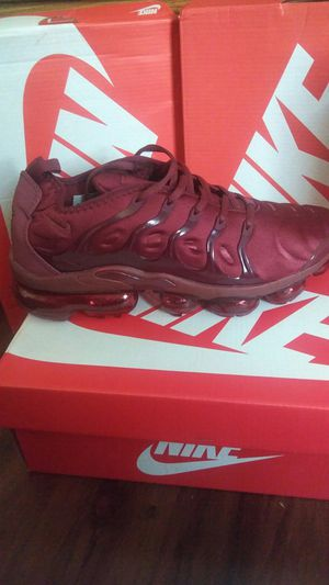 Nike Air vapormax plus burgundy for Sale in Amarillo, TX