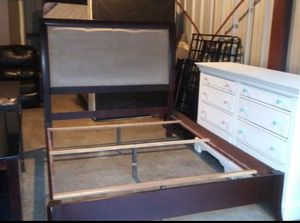 Used queen american signature bed frame for Sale in Nashville, TN