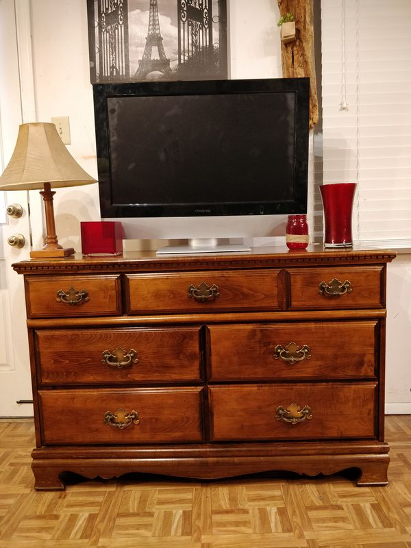 """Nice solid wood dresser/TV stand with big drawers in great condition, all drawers sliding smoothly, pet free smoke free. L50""""*W18""""*H32.5"""""""
