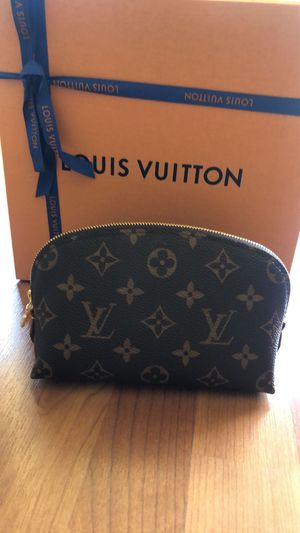 Louis Vuitton make up pouch for Sale in Fremont, CA