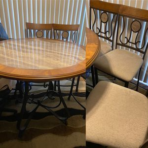 Kitchen table with 4 chairs for Sale in San Jose, CA