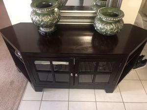 Dark wood accent table for Sale in Alexandria, VA