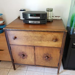 Old antique hutch cabinet for Sale in Plant City, FL