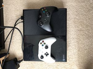 Xbox One with 2 Controllers for Sale in Lynnwood, WA