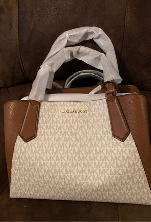 Brand new Michael kors bag. for Sale in Oxon Hill, MD