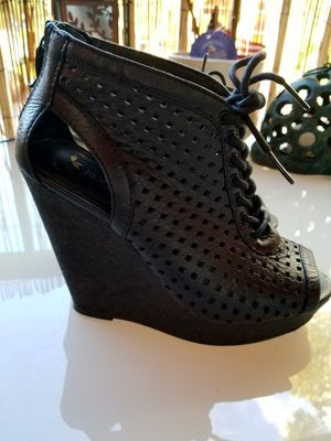 Koolaburra ankle shoe boot leather for Sale in Parkland, FL