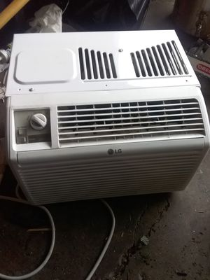 Ac window unit just got last year used it for summer 5000 but good shape for Sale in Vancouver, WA