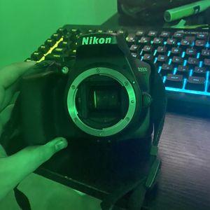 Nikon D3500 With Standard Kit Lens 18-55mm for Sale in Elk Grove, CA