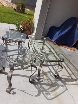 Coffee table and side tables for Sale in Kissimmee, FL