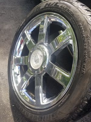 "22"" cadillac Escalade stock rim/tire ONLY ONE for Sale in Bolingbrook, IL"