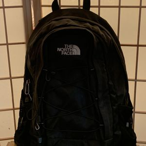 The Noth Face Backpack (black) for Sale in The Bronx, NY