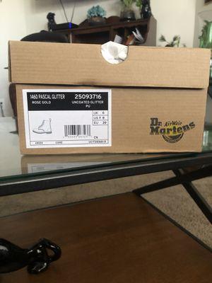 Pascal Glitter DocMarten Boots Size 8 Women's BRAND NEW for Sale in Laurel, MD