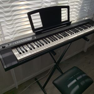 Yamaha Electric Keyboard, Stand, & Bench Set for Sale in Irwindale, CA