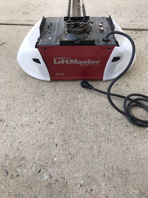 Liftmaster 3/42HP - Garage Door opener - chain driven with wall button and beam sensors for Sale in Mooresville, NC