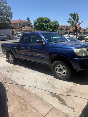 2005 Toyota Tacoma automatic 4 cilínders 4 doors for Sale in Moreno Valley, CA