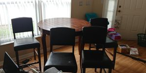 Dining Table / Breakfast Noke with bar chairs for Sale in Zephyrhills, FL
