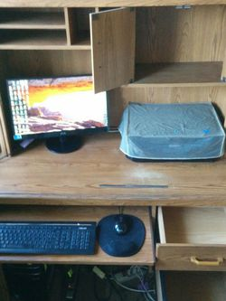 Desk and Hutch for Sale in Los Angeles,  CA