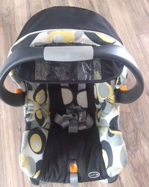 Chicco car seat &base for Sale in Glendale Heights, IL