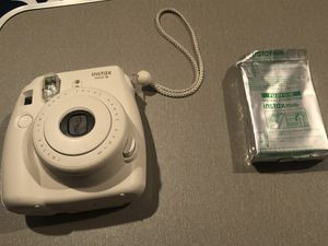 Instax Mini 8 Polaroid Camera (White) for Sale in Murrieta, CA