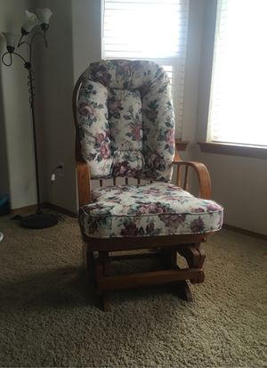 Rocking chair for Sale in Puyallup, WA