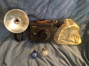 Argus Range Finder camera, flash, leather cover & bulbs for Sale in Phoenix, AZ