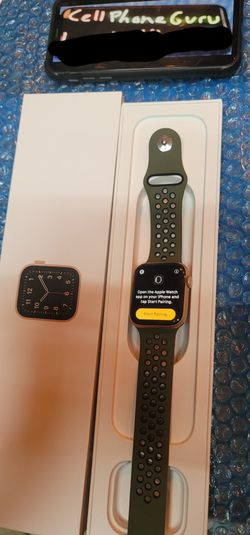 Apple Watch 4th Series 44 mm CELLULAR LTE + GPS + BLUETOOTH for Sale in Phoenix,  AZ