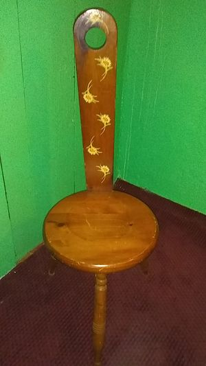 Antique three legged birthing chair for Sale in Wyandotte, MI