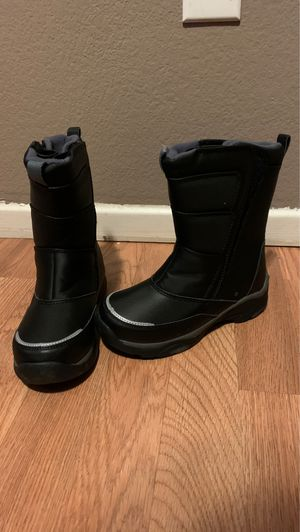 Snow boots kids size 13 for Sale in Perris, CA