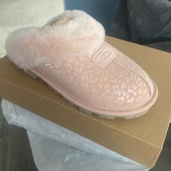 Brand New Never Used Ugg's Snow Leapoard $130Pick Up Only for Sale in Everett,  WA