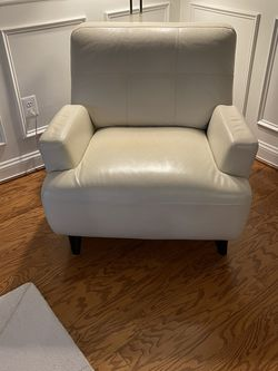 Metropolis Chair (Perl color, 39 W x 34 H x 38 D 90.0 lbs) for Sale in Bowie,  MD