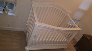 Baby crib and drawer all white with diaper disposal for Sale in Silver Spring, MD