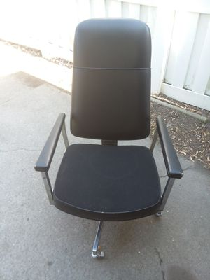 Nice old school office chair leather recliner for Sale in Detroit, MI