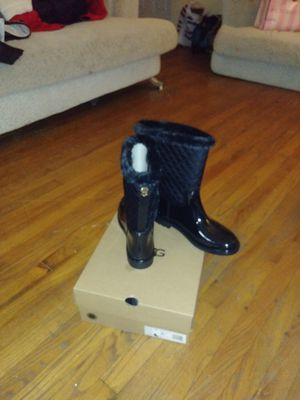 Sz 10 tommy rain boots for Sale in Detroit, MI