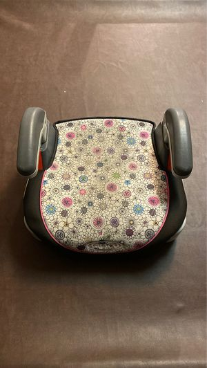 Graco - child booster seat (flowers) for Sale in Chula Vista, CA