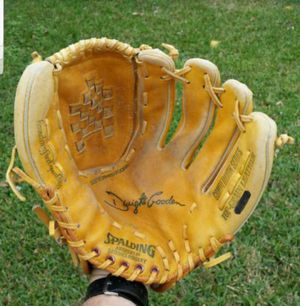 SPALDING 13 INCH DWIGHT GOODEN ( NEW YORK METS ) ALL LEATHER COMPETITION SERIES BASEBALL / SOFTBALL GLOVE for Sale in Boca Raton, FL