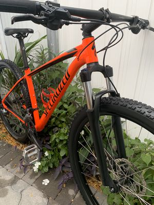 2019 SPECIALIZED ROCKHOPPER COMP 29 for Sale in Miami, FL
