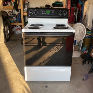 GE Electric Oven/Stove with Bottom Drawer Storage for Sale in Milton, FL