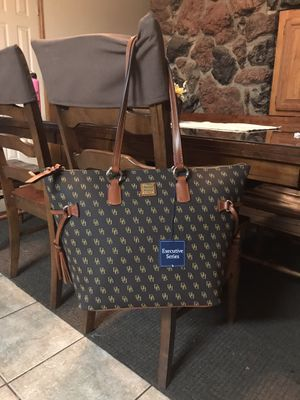 Dooney & Bourke NWT Large Shopper Tote for Sale in Chino, CA