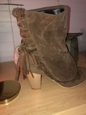 Brown sued ankle boots for Sale in Norco, CA