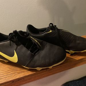 Boys' Nike Soccer Cleats - Size 6 for Sale in Sylmar, CA