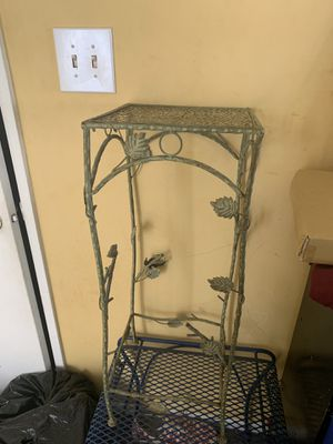Small table for outdoors for Sale in Columbus, OH