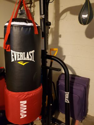 Everlast MMA omni strike 80lbs bag , with everlast 2 station stand, and ever hide speed bag for Sale in Cambridge, MA