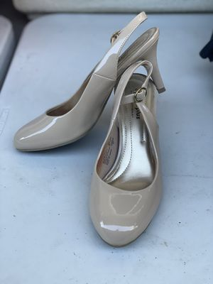 Like new 7.5 comfort plus shoes for Sale in San Diego, CA