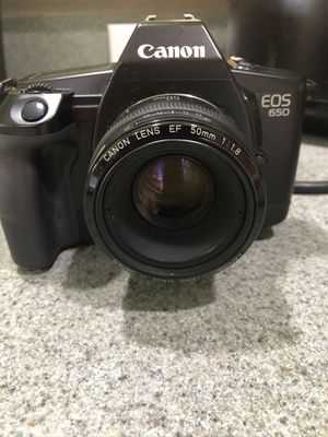 Canon eos 650 with 50mm lens film camera for Sale in Sorrento, FL