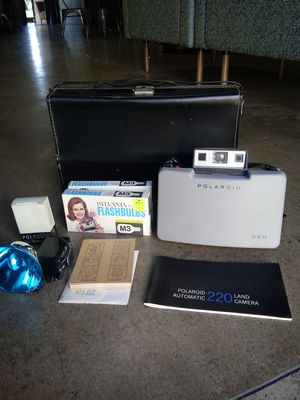 Polaroid Land Camera 220 Entire set LIKE-NEW! for Sale in Chino Hills, CA